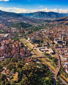 """Sebas Saldarriaga en Instagram: """"Una mirada desde el centro Medellín hacia el norte en todo su esplendor se puede aprecio como Parques del Río actúa como un integrador del…"""" Grand Canyon, City Photo, Nature, Travel, Instagram, Goal, Parks, Identity, Norte"""