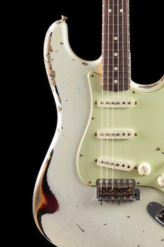 Fender Custom Shop Masterbuilt 1963 Stratocaster® Heavy Relic Olympic White over 3-Color Sunburst (960)
