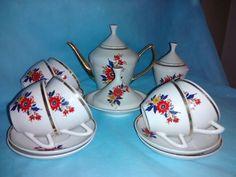 Jogo de porcelana para chá da marca pozzani  _ museu Fragmentos do Tempo