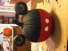 Mickey Mouse pumpkin , i have tryed this before Couple Halloween Costumes For Adults, Toddler Halloween, Halloween Items, Disney Halloween, Cute Halloween, Holidays Halloween, Halloween Pumpkins, Halloween Crafts, Holiday Crafts