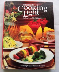 $2.00 - Southern Living Cooking Light 1985 HC (6317-558 BO) vintage cookbooks