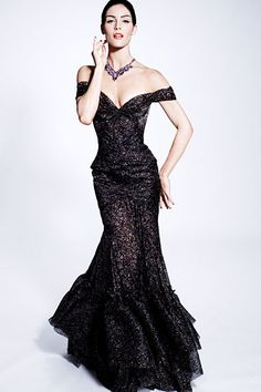 Love the cut of the dress and the dramatic lengthiness.