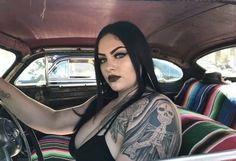 Chica Chola, Estilo Chola, Old School Pictures, Arte Lowrider, Chola Girl, Girl Tattoos, Sexy Tattoos, Chicano Love, Tattoed Women