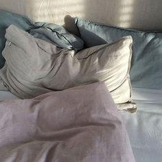 Sundays in bed are better with Linen. @ohdermond #regram #urbanara #sundaymorning