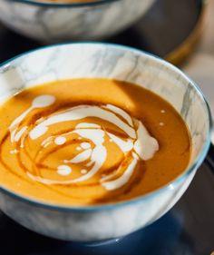 Sárgabarack-krémleves karamellizált barackkal recept   Street Kitchen Peanut Butter, Pudding, Desserts, Food, Caramel, Tailgate Desserts, Deserts, Custard Pudding, Essen