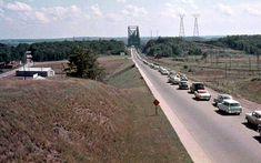 Le pont de Québec en 1960 | D'hier à aujourd'hui | Actualités | Le Soleil - Québec Sainte Foy, Quebec Montreal, Saint Laurent, Canada, Country Roads, Hui, Historical Pictures, Travel, Tractor