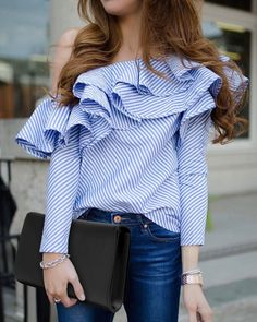 Copy these outfits! These 25 outfits show how to wear ruffled sleeve tops + blouses and look amazingly stylish this Summer! Casual Outfits, Cute Outfits, Casual Shirts, Looks Street Style, Looks Chic, Urban Chic, Mode Style, Look Fashion, Fashion News