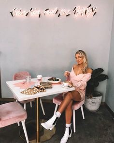 🌸 Loving the girly vibes 🌸 This fashion-forward babe rocks our most loved See The Vision Dress Blush! Brunch Dress, People Sitting, Outfit Goals, Sexy Legs, Knit Dress, Pretty In Pink, Fashion Forward, Blush, Rouge
