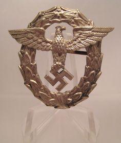 28/LXI Militaria UK – WW2 Deutsche (German) – Cap / Headdress – 1st Pattern Deutsche Polizei (Police) Officer's Schirmmütze (Peaked Hat) Abzeichen (Badge). c.1934 - 36.