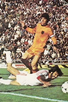 Holland 3 Iran 0 in 1978 in Mendoza. Ruud Krol comes in with a late tackle in Group 4 #WorldCupFinals