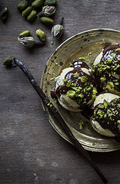 Profiteroles with balsamic vinegar – chocolate – rose pepper. Would you guess that balsamic vinegar works in a sweet treat? Well, it does extremely well – especially with pistachios. Chocolate and rose pepper also are a true match as well!
