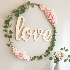 DIY Hula Hoop decorations: wreath, home decor, party, wedding Hula Hoop, Cheap Wreaths, Decoration Photo, Initial Wall, Hand Flowers, Floral Hoops, Floral Bouquets, Floral Arrangements, Christmas Wreaths