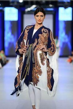Khaadi Khas Collection @ PFDC Sunsilk Fashion Week - Urdu Planet Forum -Pakistani Urdu Novels and Books Pakistan Fashion Week, Hijab Fashion, Fashion Outfits, Desi Clothes, Pakistani Wedding Dresses, Western Outfits, Indian Fashion, Casual Wear, Fashion Design