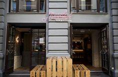 Hippe & neue Lokale in Wien Vienna Restaurant, Lokal, Outdoor Decor, Home Decor, Italian Meals, Viajes, Decoration Home, Room Decor, Home Interior Design