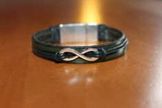 """NOUVEAUTE bracelet en cuir vert , """" infini """" fermoir aimanté : Broche par isabond007"""