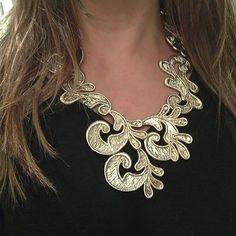 Maxi Colar Super Fashion e Belíssimo Em Arabescos Gabriela Pires | Espaço A Online