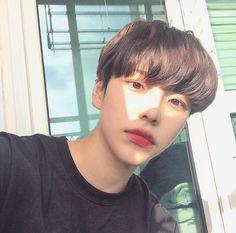 cute korean boy hairstyles with bangs Korean Boys Hot, Korean Boys Ulzzang, Ulzzang Couple, Ulzzang Girl, Korean Girl, Beautiful Boys, Pretty Boys, Cute Boys, Ullzang Boys