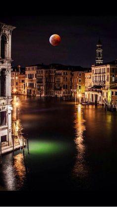 Veneza sob o luar … Itália.