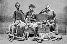 Victimas de la Hambruna, India, finales del siglo diecinueve. : La impactante cantidad de muertes por la hambruna en la India Victoriana - alrededor de 7 millones solamente en la hambruna de 1876-78 - fue resultado de la politica Britanica de exportar comida de la India y recolectar duros impuestos aun en tiempos de serias sequias. Las importaciones de granos en Bretaña eran para mejorar las dietas de los britanicos y simultaneamente mantener estables los precios de los granos. En ...