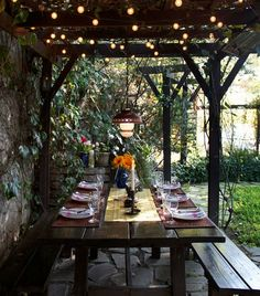 Tuscan Table themed setting via Meg Goes to Market: Hosting an Italian Dinner Party...