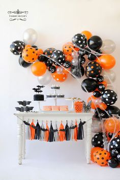 halloween balloon garland photo tammy hughes decor happy wish company