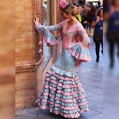 #modaflamenca #MCruzPalacios #moda #modelos #mantones #mantonbordado #picofpic #picoftheday #instaflamenca #y#trajegitana #trajeflamenca #sevilla #feria #flores #flamenca #complementos #vestidogitana #vestidoflamenca. Taken by modaflamencamcruzpalacios on Saturday 14. November 2015