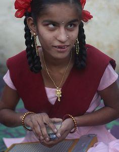 Sudha è una ragazzina indiana di 14 anni cieca dalla nascita