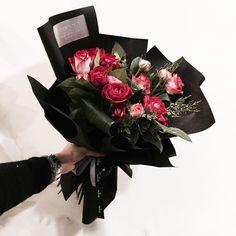 . . 선명하니 눈에 더 잘 들어오는듯 ❤️ . . #Lesson #Order Katalk ID vaness52 WeChat ID vaness-flower E-mail vanessflower@naver.com 070-7522-6813 . #vanessflower #flower #florist #flowershop #handtied #flowerlesson #flowerclass #플라워 #바네스플라워 #플라워카페 #플로리스트 #꽃다발 #부케 #원데이클래스 #플로리스트학원 #플라워레슨 #플라워아카데미 #꽃수업 #꽃주문 #花 #花艺师 #花卉研究者 #花店 #花艺
