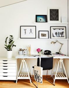 Simple black and white home office - scandinavian interior design