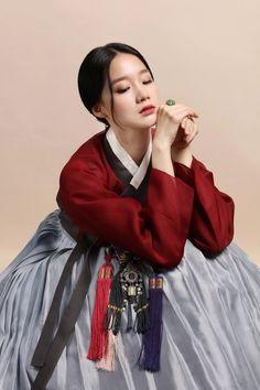 1번째 이미지 Korean Winter Outfits, Korean Outfits, Korean Traditional Dress, Traditional Dresses, Korea Fashion, Fashion 2017, Korea Dress, Modern Hanbok, Cute Korean