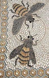 Busy bees in pebble background - Decoration Fireplace Garden art ideas Home accessories Mosaic Garden Art, Mosaic Art, Mosaic Tiles, Mosaics, Pebble Garden, Mosaic Crafts, Mosaic Projects, Garden Projects, Garden Ideas