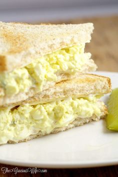This easy Classic Egg Salad Recipe is a creamy, cool delight that's great for sandwiches for an easy lunch or dinner. So creamy and delicious! Classic Egg Salad Theresa Hernandez Recipes This easy Classic Egg Salad Recipe is a creamy, Easy Egg Salad, Easy Salad Recipes, Egg Recipes, Cooking Recipes, Burger Recipes, Recipies, Egg Salad Sandwiches, Soup And Sandwich, Steak Sandwiches