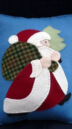 Applique Santa Pillow Christmas Wool Felt Pattern in Christmas Quilt notebook Christmas Applique, Felt Christmas Ornaments, Christmas Sewing, Noel Christmas, Christmas Pillow, Cowboy Christmas, Country Christmas, Felt Applique, Applique Patterns