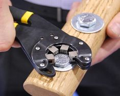 The design of the Bionic Wrench multiplies your hand's gripping force, so you can more easily tighten/loosen bolts.