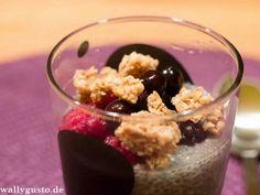 """Kokos-Vanille-Chiapudding mit Beeren & """"Knusper-Effekt"""""""