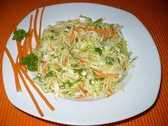 Hlávkové zelí nakrouháme, mrkev nahrubo nastrouháme, cibuli a petrželku najemno nakrájíme, přidáme hořčici a vše ostatní dle vlastní chuti.... Healthy Salads, Healthy Eating, Salad Dressing, Vinaigrette, Cabbage, Spaghetti, Low Carb, Treats, Vegetables