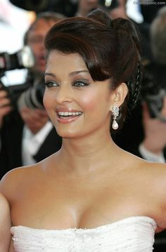 Collection of Aishwarya rai's milky Cleavage, mouth watering collection over the years – Hot and Sexy Actress Pictures Aishwarya Rai Cannes, Aishwarya Rai Photo, Actress Aishwarya Rai, Aishwarya Rai Bachchan, Bollywood Actress Hot, Beautiful Bollywood Actress, Most Beautiful Indian Actress, Beautiful Actresses, Most Beautiful Women