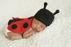 Crochet Newborn Ladybug Hat Cape Set - Newborn Photo Prop - Picture Prop - Baby Girl Set - Girl Baby Shower Gift - Little Lady Bug Set
