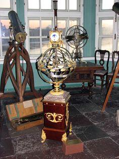 Sphère armillaire - Sphère mouvante française exposée à Saint-Pétersbourg.
