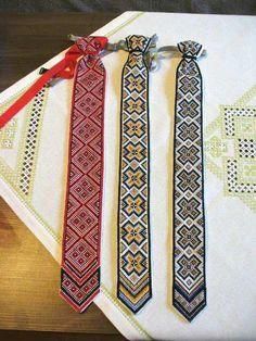 Vyšívané kravaty s horehronským motívom. Nádhera! Autorka: HandEva.