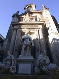 Paris 1er - Rue de Rivoli - Statue de Gaspard de COLIGNY, assassiné lors du massacre de la Saint-Barthélémy, au chevet de l'Oratoire du Louvre.