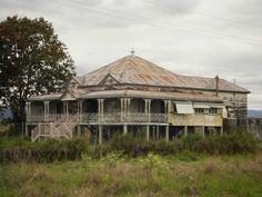 Queenslander house, Queensland, Australia. http://www.frankcahoon.com/images/qhouse.jpg