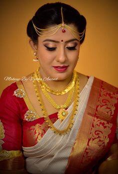 Sowmya looks simple and elegant for her muhurtam. Makeup and hairstyle by Vejetha for Swank Studio. Red lips. South Indian bride. Eye makeup. Bridal jewelry. Bridal hair. Silk sari. Bridal Saree Blouse Design. Indian Bridal Makeup. Indian Bride. Gold Jewellery. Statement Blouse. Tamil bride. Telugu bride. Kannada bride. Hindu bride. Malayalee bride. Find us at https://www.facebook.com/SwankStudioBangalore