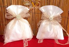 Μπομπονιέρα γάμου πουγκάκι με δαντελένια κορδέλα και χιονονιφάδα