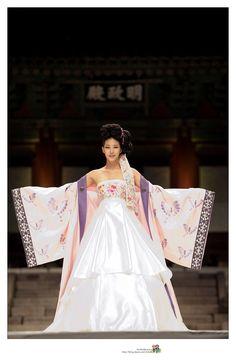 Find Out Full Gallery of Awesome Hanbok Wedding Dress - Displaying Image 9 of 15 Korean Hanbok, Korean Dress, Korean Outfits, Korean Traditional Dress, Traditional Fashion, Traditional Dresses, Hanbok Wedding, Culture Clothing, Korean Wedding