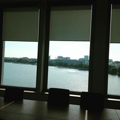 I've had worse backdrops for market research presentations. #hamburg #alster #conferencerooms #meetingbackdrops
