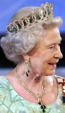 Grand Duchess Vladimir Tiara with Emeralds worn by HM Queen Elizabeth II, Great Britain Royal Crown Jewels, Royal Crowns, Royal Tiaras, Royal Jewelry, Hm The Queen, Her Majesty The Queen, Green Queen, Queen Mary, Princesa Diana