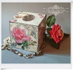 Kwadratowy chustecznik w bieli - ornamenty i róże - Decoupage.