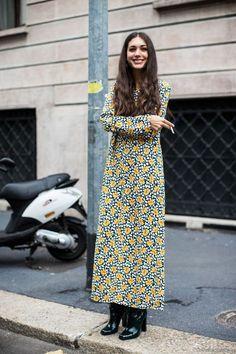 Street style fashion gurus at Milan Fashion Week showing how to wear floral prints into the autumn months. Fast Fashion, Look Fashion, Fashion Outfits, Fashion Trends, Boho Chic, Street Style Chic, Estilo Retro, Milan Fashion Weeks, Mode Vintage