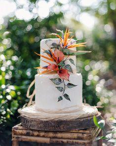 tropical wedding birds of paradise flower on white cake Bird Of Paradise Wedding, Wedding Birds, Birds Of Paradise Flower, Wedding Flowers, Hawaii Wedding Cake, Wedding Cake Red, Luau Wedding, Wedding Ideas, Hawaiin Wedding